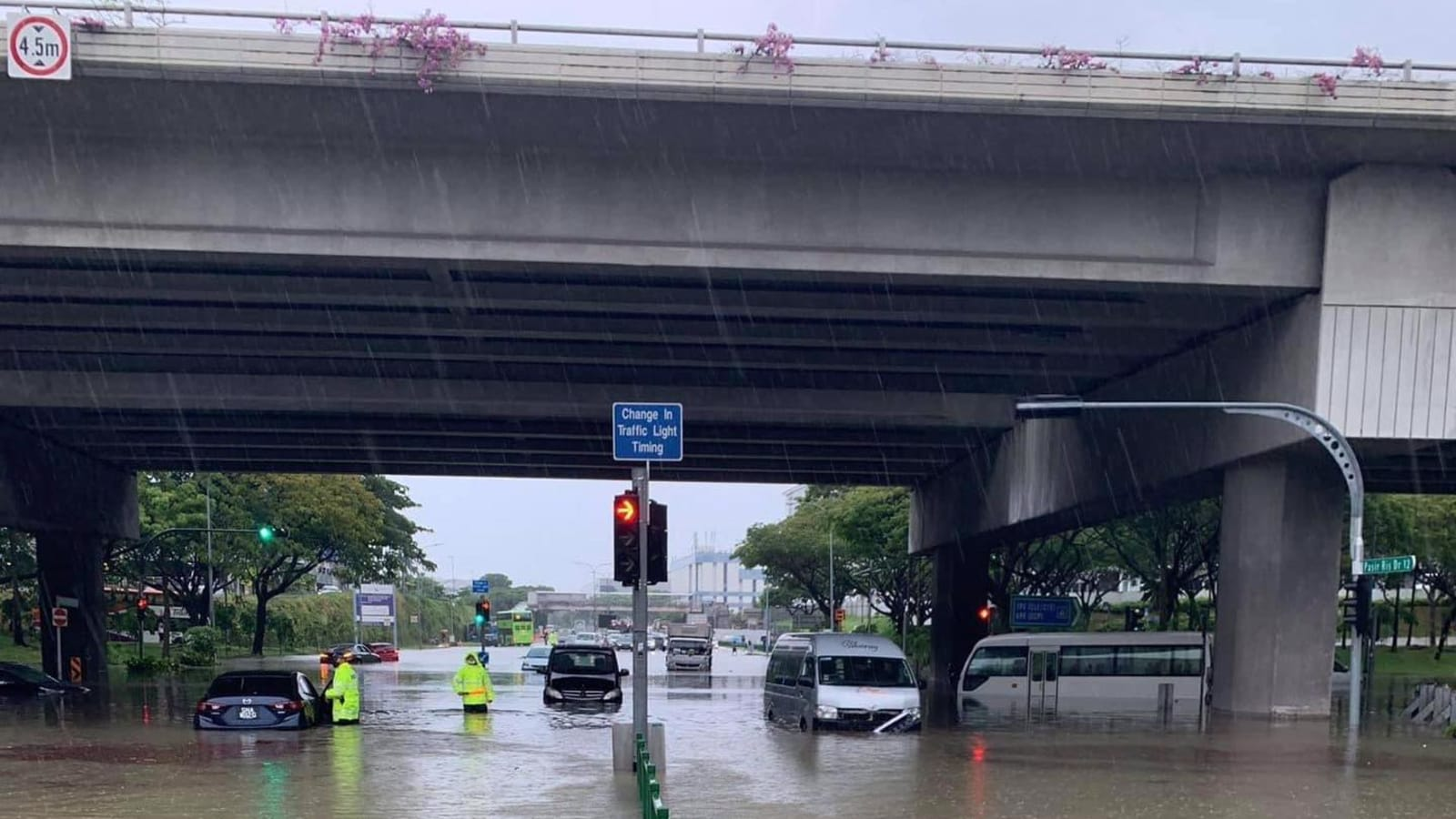 Unauthorised drainage works caused flooding at Pasir Ris-Tampines junction, PUB to take action against company thumbnail