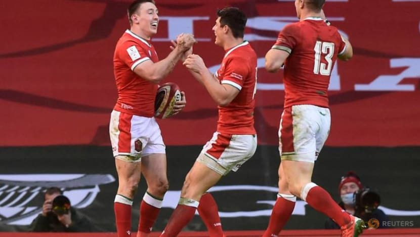 Wales beat England 40-24 in controversial Six Nations clash