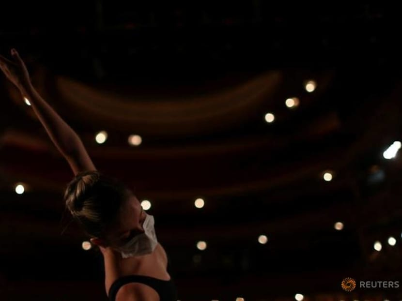Rio municipal theater lights up to offer virtual shows