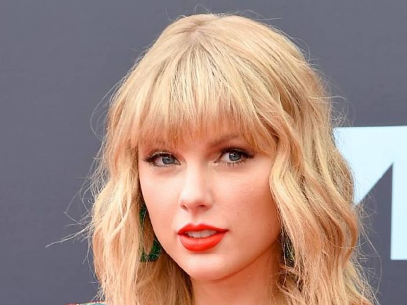 Celebrities helping out: Taylor Swift, Ariana Grande donating directly to fans