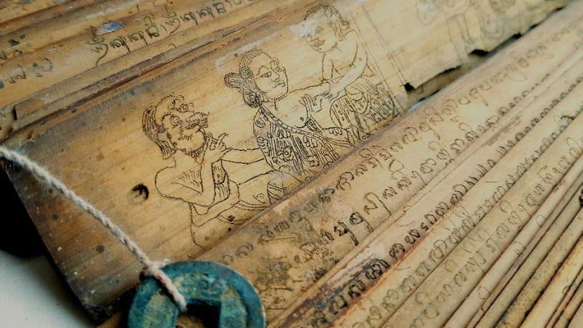 Pria ini bisa membaca dan menulis 30 aksara Indonesia kuno, sebagian di antaranya berusia 500 tahun