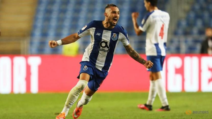 Football: United bring in Telles, Bayern make double move