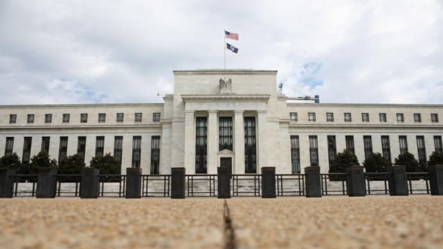 美联储把联邦基金利率维持在零到0.25%水平