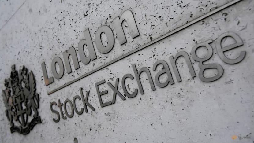 Upbeat bank earnings buoy US stocks; USD, Treasury yields dip