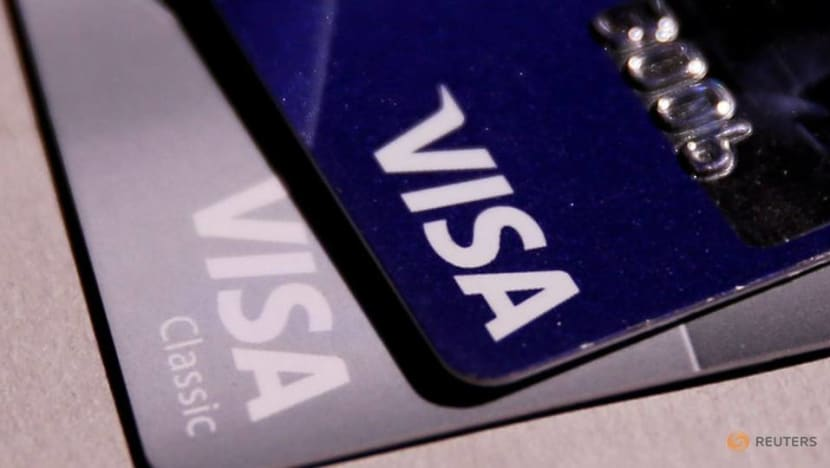 3 suspected of using lost or stolen credit cards arrested