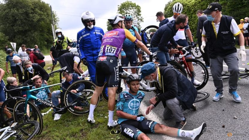 Prosecutors call for suspended sentence for fan who caused Tour de France crash
