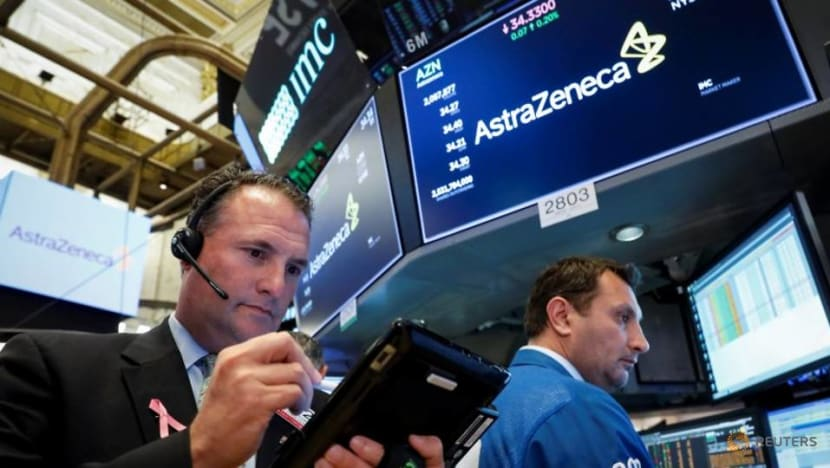Dow, S&P 500 fall on latest US-China trade barbs