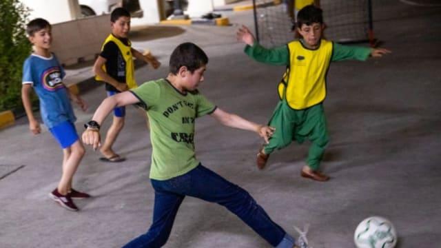 阿富汗难民孩童 逃至卡塔尔后前途茫茫