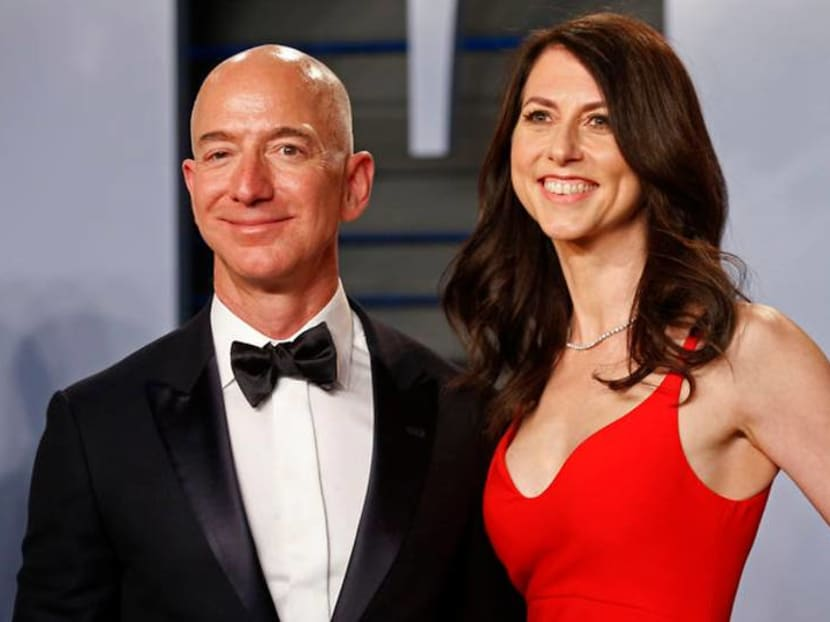 Jeff Bezos claims National Enquirer is threatening to publish nude photos
