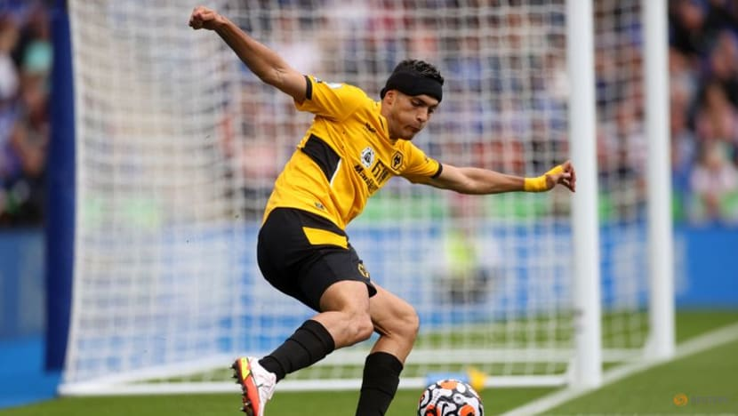Soccer-Doctors said it was a 'miracle' I survived skull fracture: Wolves' Jimenez