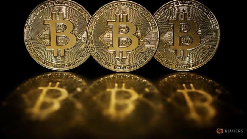 Bitcoin falls 7per cent to US$35,431.15