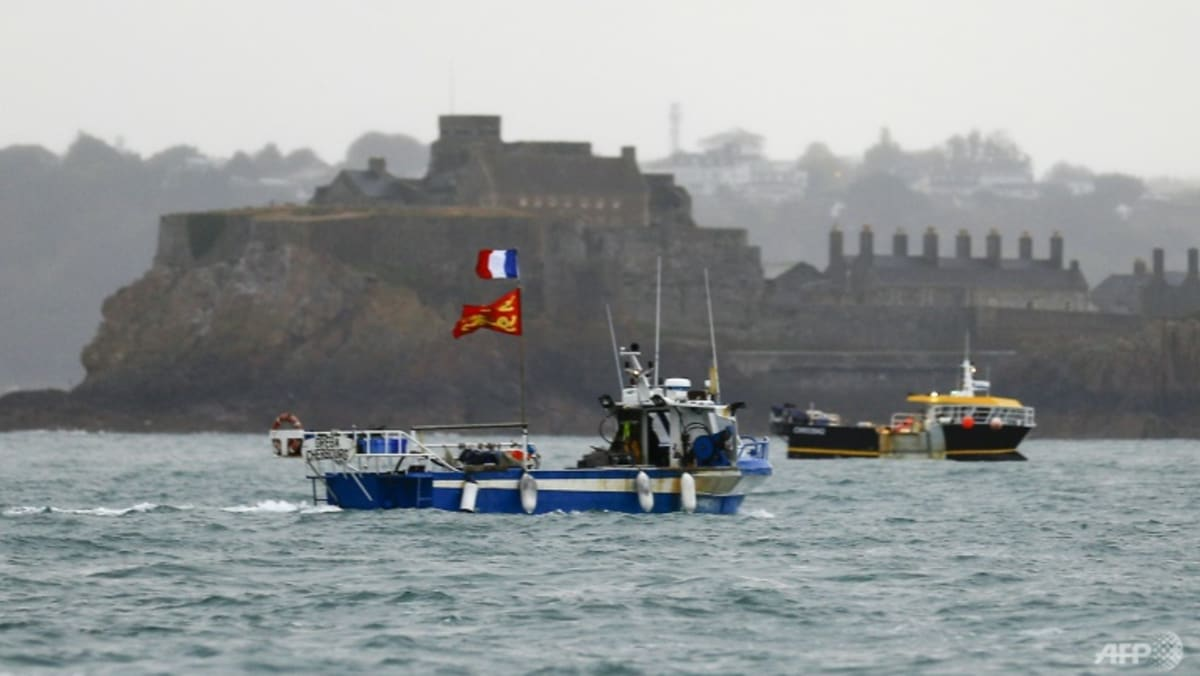 UK calls in French envoy over 'threats' as fishing dispute deepens