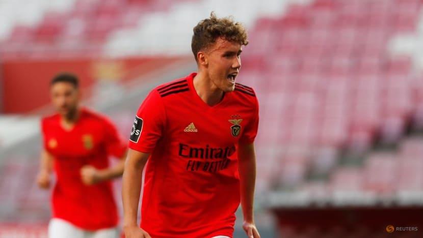 Soccer-Wolfsburg sign Germany forward Waldschmidt from Benfica for 12 million euros