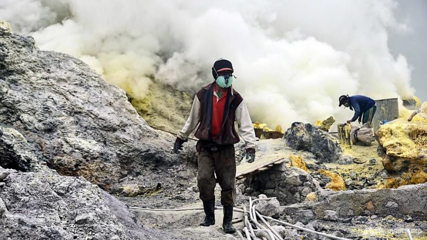 Asia's Toughest Jobs: The fire and brimstone miners of Ijen Crater