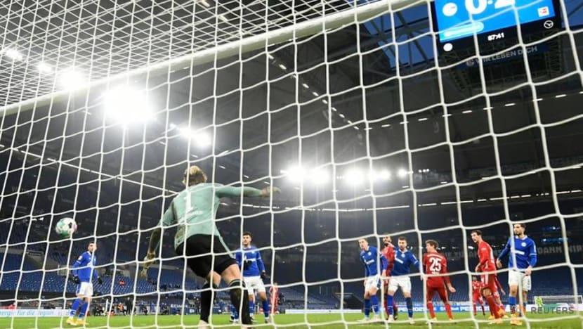 Bayern crush Schalke 4-0 to go seven points clear