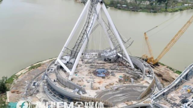 中国福建在建摩天轮垮塌 四人一度受困后获救