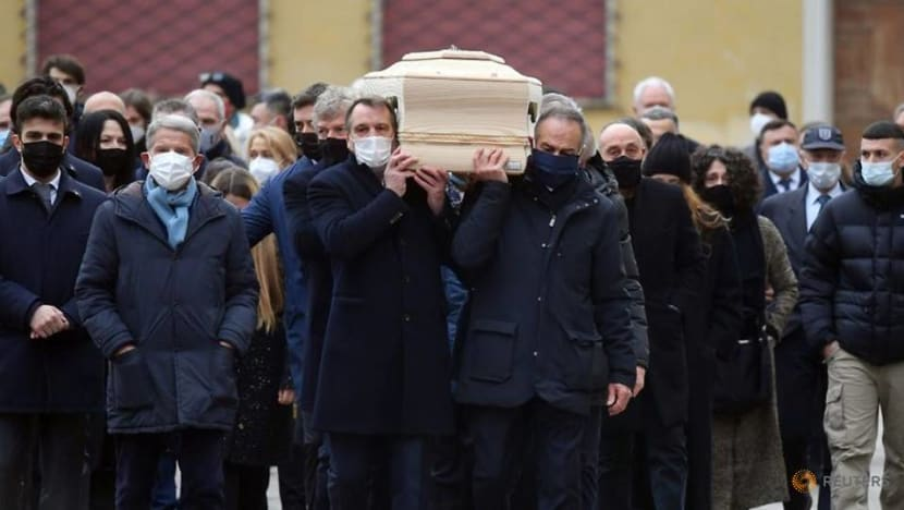 Football: Thousands attend Paolo Rossi's funeral in Vicenza