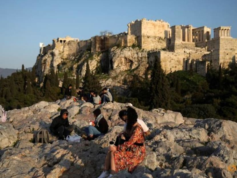 Greece lays out welcome mat for tourists
