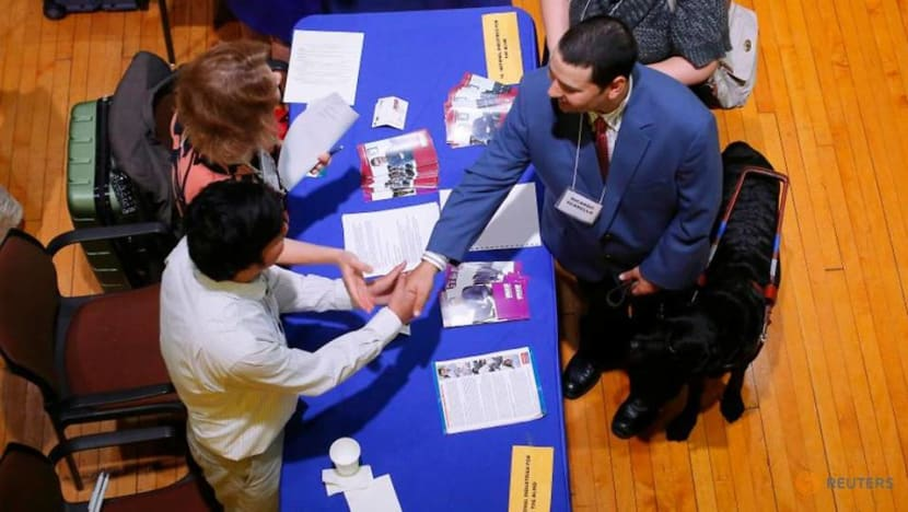 US weekly jobless claims edge down as labor market recovery stalls
