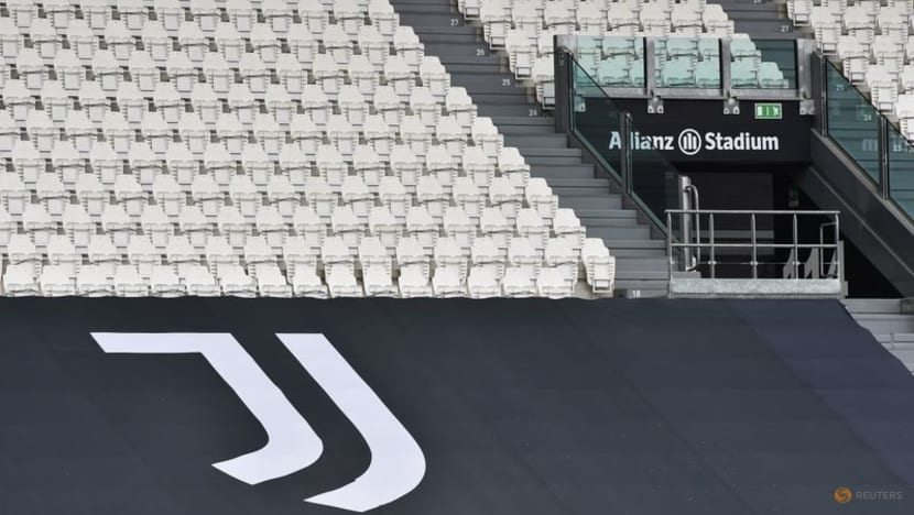 Football: Pandemic inflicts off-pitch losses on soccer giants Manchester United, Juventus