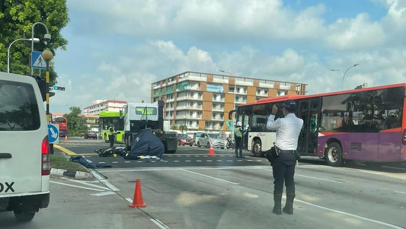 Motorcyclist dies after 3-vehicle accident at Loyang Avenue