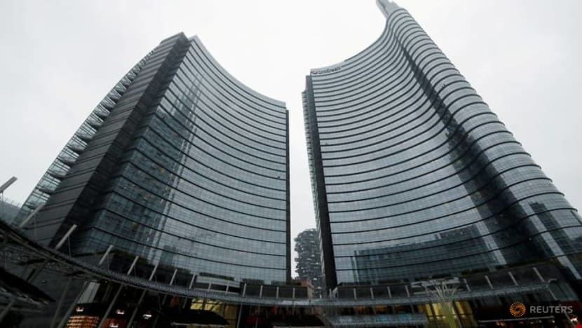 UniCredit investors, Del Vecchio eye pact to steer CEO choice - paper