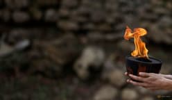 Tibetan activists removed from site of Beijing Games torch ceremony