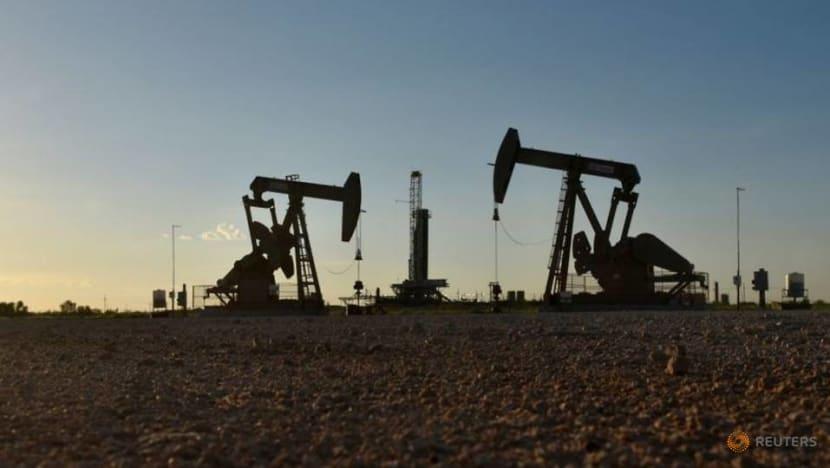 Trump orders plan to fund US oil companies