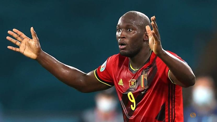 Soccer-Italy finally get real test up against Serie A leading marksman Lukaku