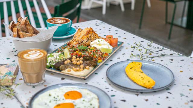 吃得超丰盛也无负担,这里的早餐拼盘必点!