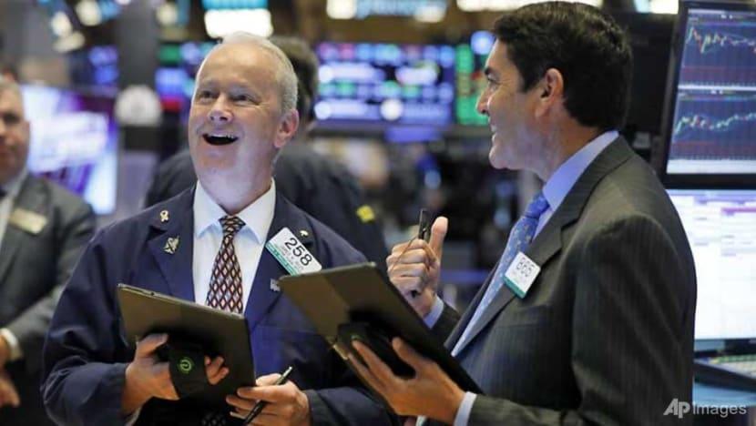 US stocks rally on earnings, trade talks report