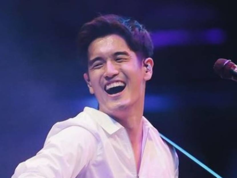 Nathan Hartono performs in front of hundreds of people – with his zipper down
