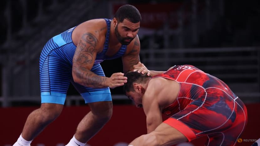 Olympics-Wrestling-American Steveson cruises into freestyle super heavyweight final
