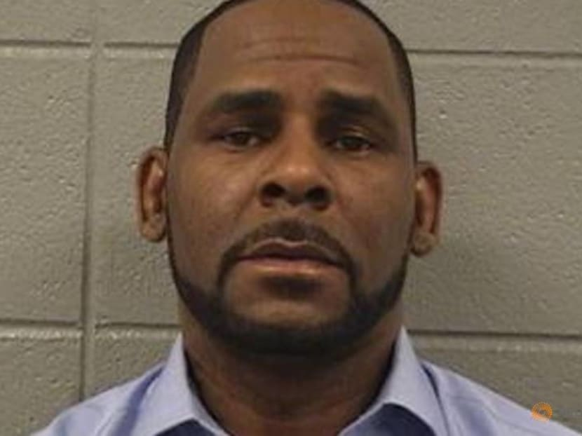 Singer R. Kelly tells judge he fired two defense lawyers as trial looms