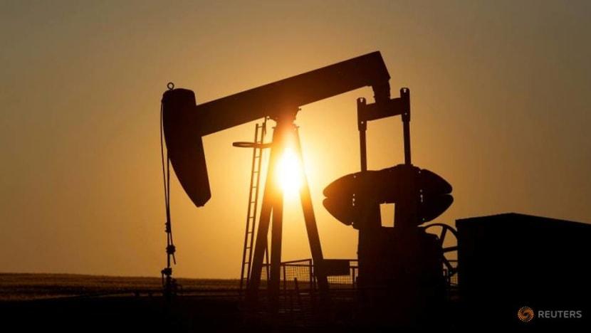 US crude falls below US$15 a barrel, down about 20%