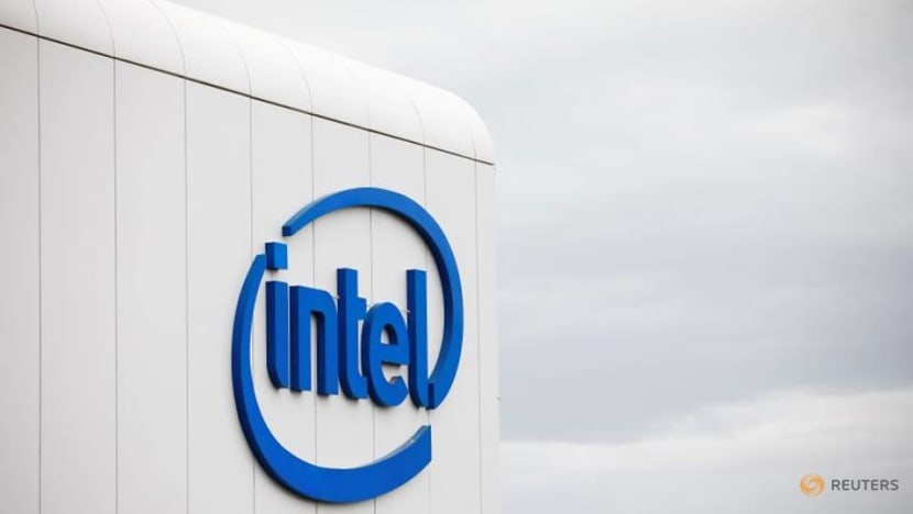Exclusive: Hedge fund Third Point urges Intel to explore deal options