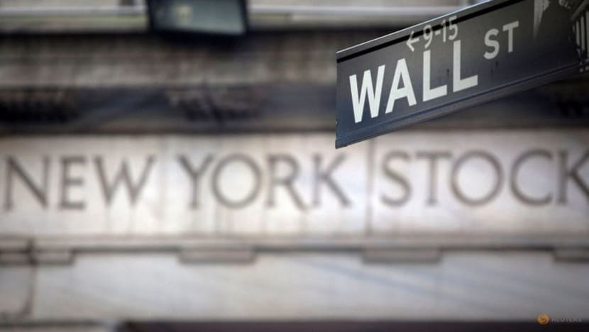Wall Street muted on jobs growth as taper, Delta fears weigh