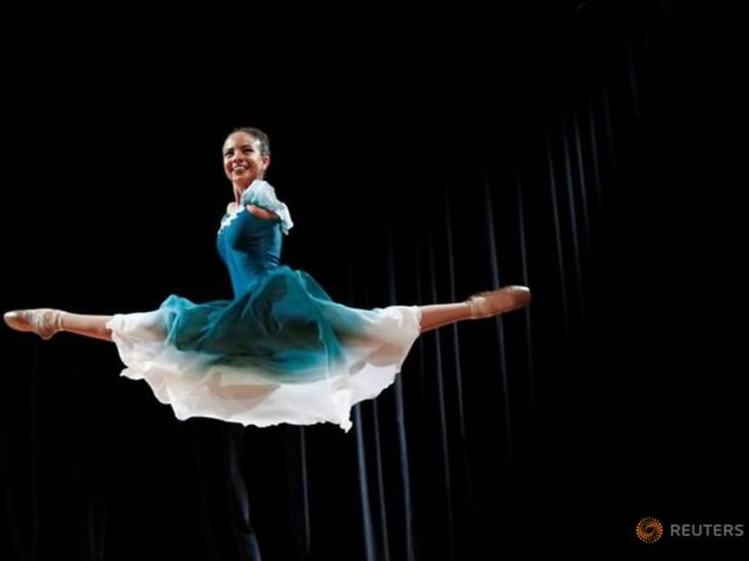 Brazilian ballerina born without arms soars with her attitude