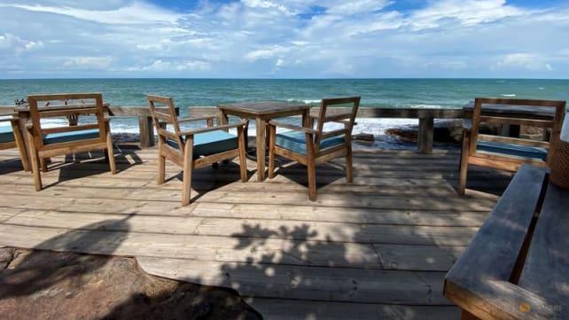 Vietnam delays reopening resort island over low vaccination rate