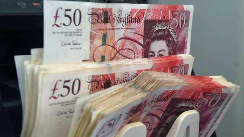 Pound resilient as Brexit plot thickens