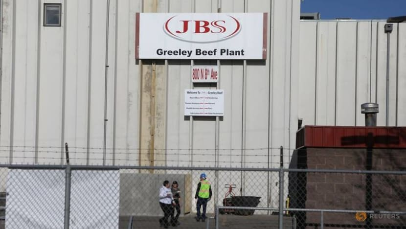 Trump orders US meat-processing plants to stay open despite COVID-19 fears