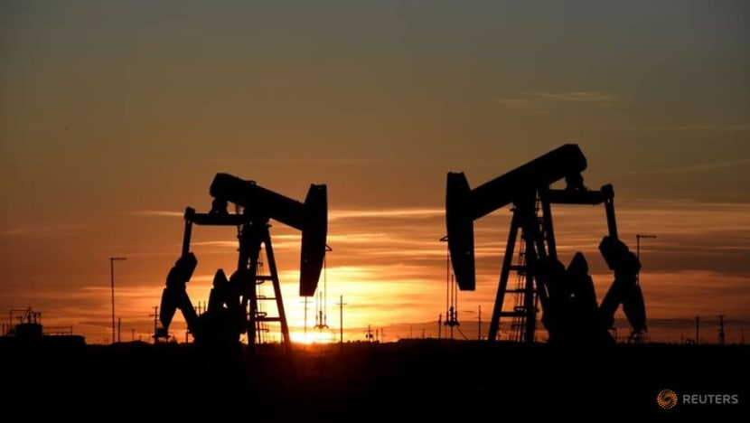 Oil prices fall, but on track for weekly gain