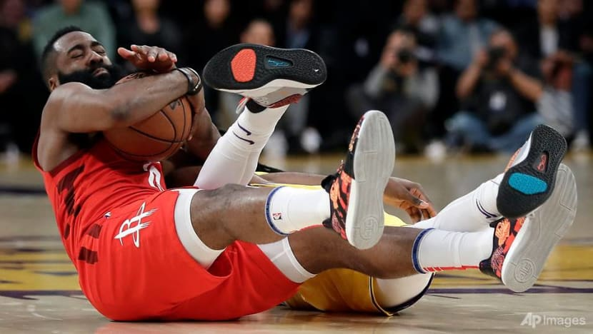 Basketball: Harden extends streak, Rockets lose cool in loss to Lakers