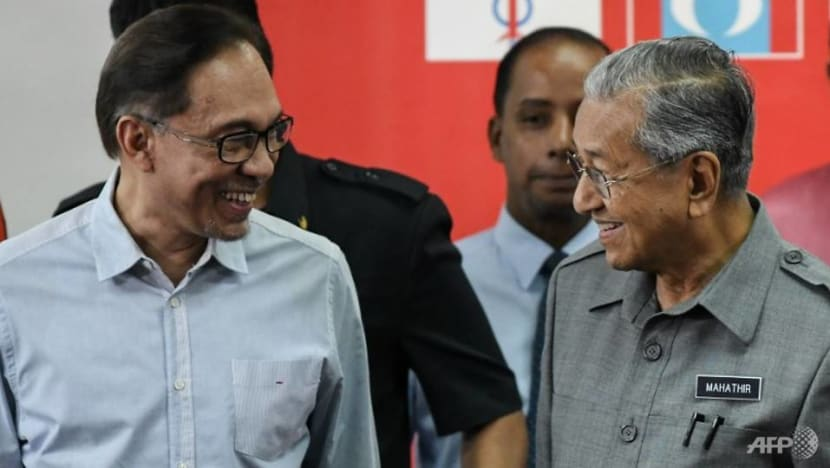 Give Mahathir space to lead Malaysia as interim prime minister: Anwar