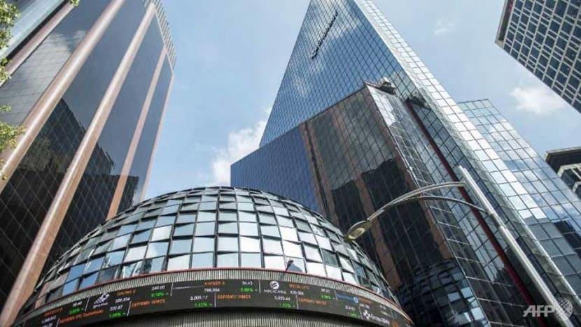 Mexican stocks tumble over move to slash bank fees