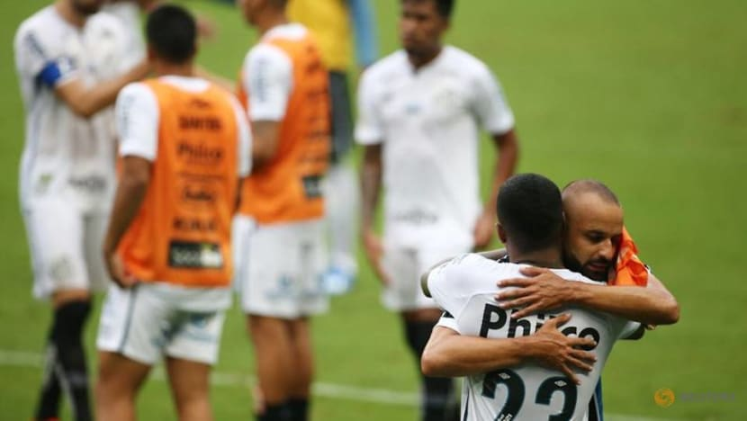 Football: Santos score stoppage-time penalty to grab point against Gremio