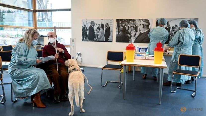 Slovakia Holocaust survivors get COVID-19 vaccine on Remembrance Day