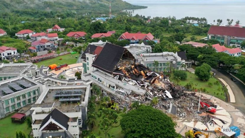 Aftershock rocks Indonesia quake zone as search continues