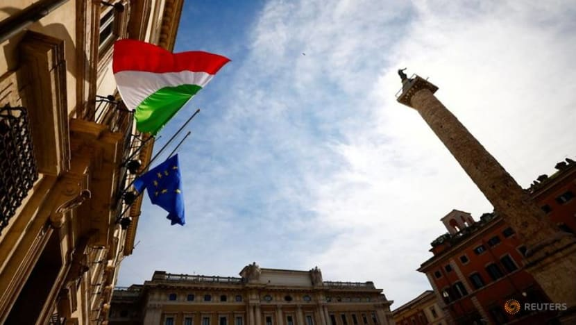 Italy reports 401 COVID-19 deaths, 23,832 new cases