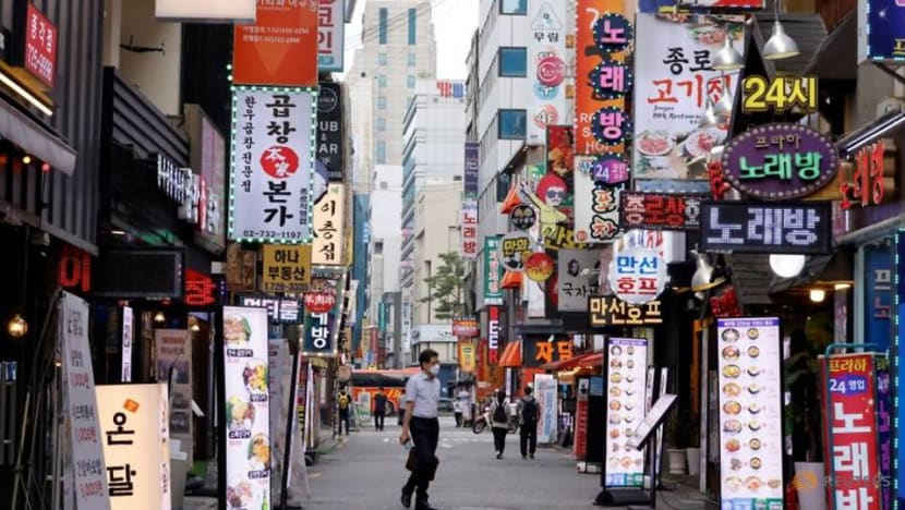 South Korea experts call for more COVID-19 curbs as young, unvaccinated people fuel surge